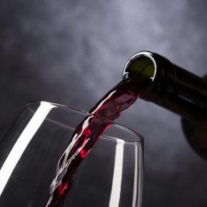 Красное грузинское полусладкое вино: что точно стоит выбрать? (Киндзмараули, Хванчкара, Ахашени)